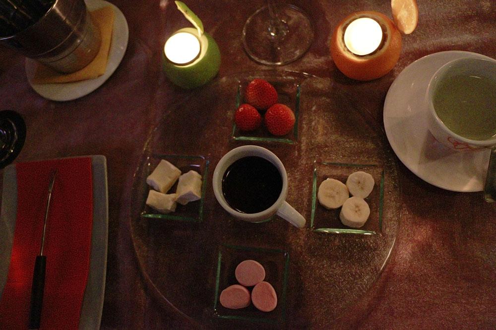 Coklat Fondue dan perlengkapannya