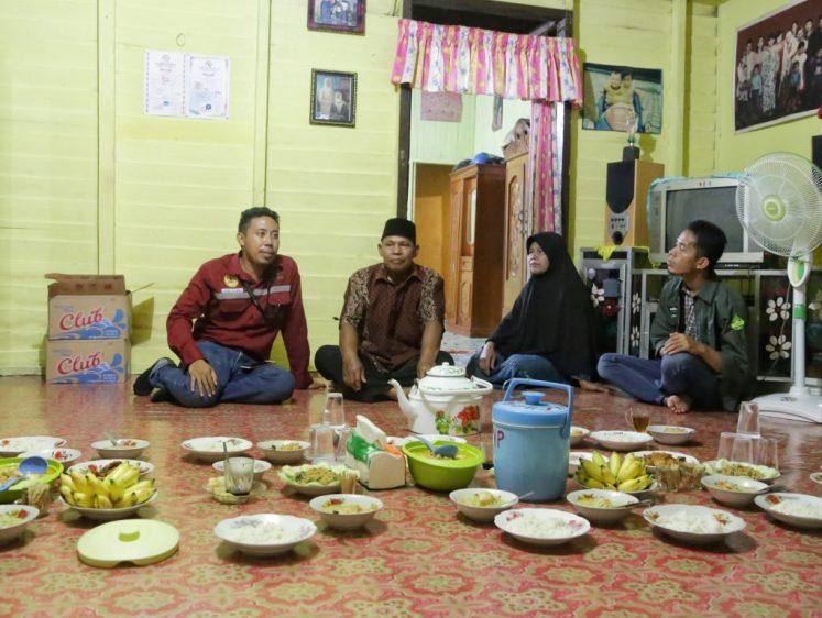 Makan malam di Kampung Jaro