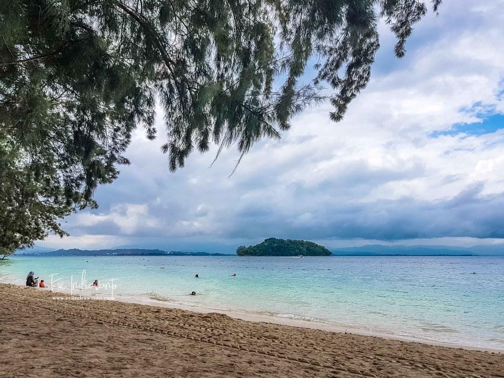 Foto Pantai Manukan Island