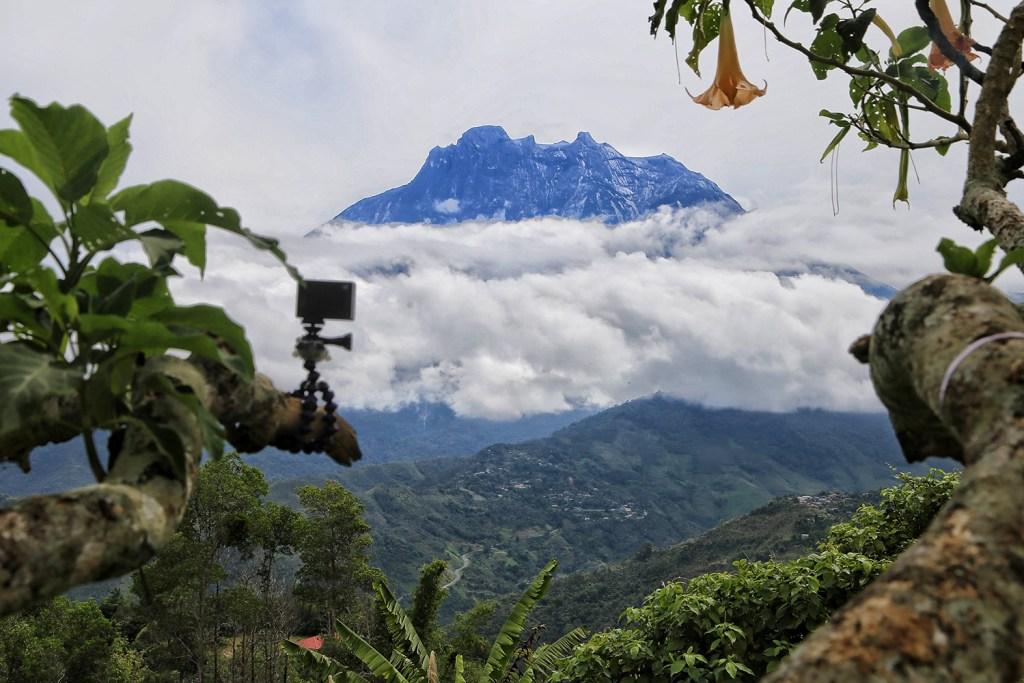 Kundasang Sabah Lembangnya Malaysia dengan Gunung Kinabalu di kejauhan