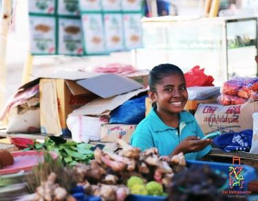 Gadis Penjual Pasar Larantuka