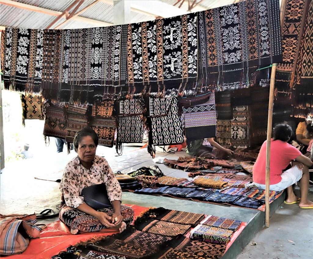 Mama Pedagang di Pasar Alok