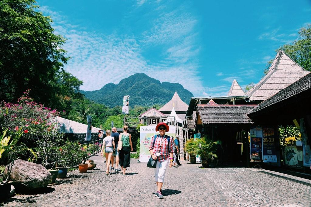 Gunung Santuobong dari Sarawak Cultural Village
