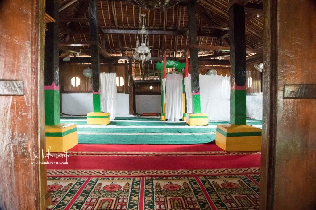 Foto dalam Masjid paling tua di Maluku