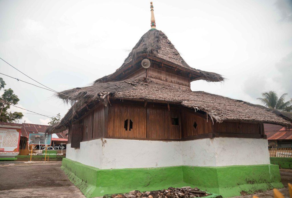 Masjid Tua Wapauwe Kaitetu