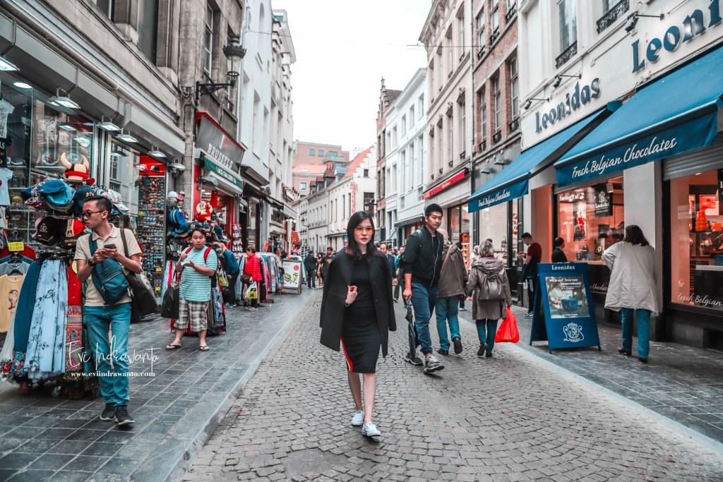 Brussels Dalam Satu Hari Cobblestones yang Romantis
