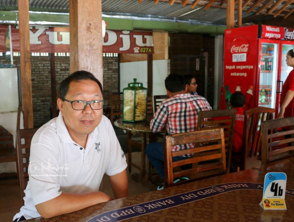 Di Rumah Makan Gudeg Yu Djum