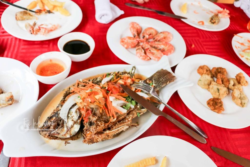 Salah satu menu Makan siang Halong Bay Cruise Vietnam