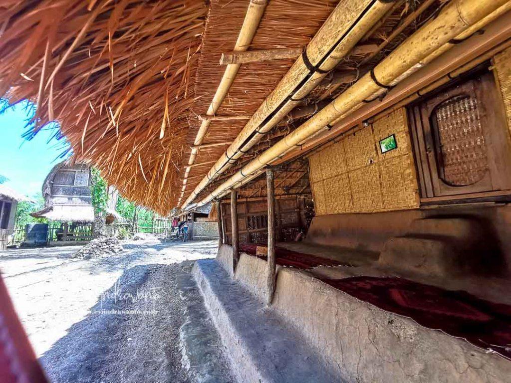 Bale Luar Rumah Suku Sasak Lombok
