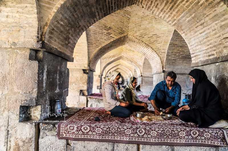 Khajoo atau Khaju Bridege jembatan tercantik di Isfahan