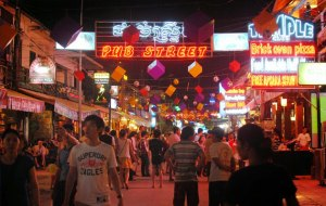 pub-street-Le Cambodge perle de l'empire Khmer