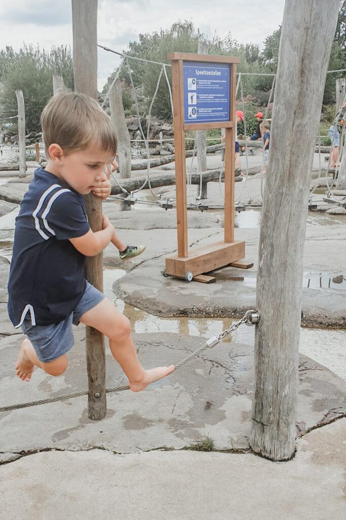 spelen in de waterfontein