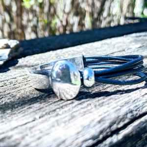 demi jonc ovale bleu marine irisé evol bijoux