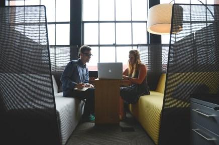 La collaboration et l'aménagement du lieu de travail favorisent la cohésion d'équipe