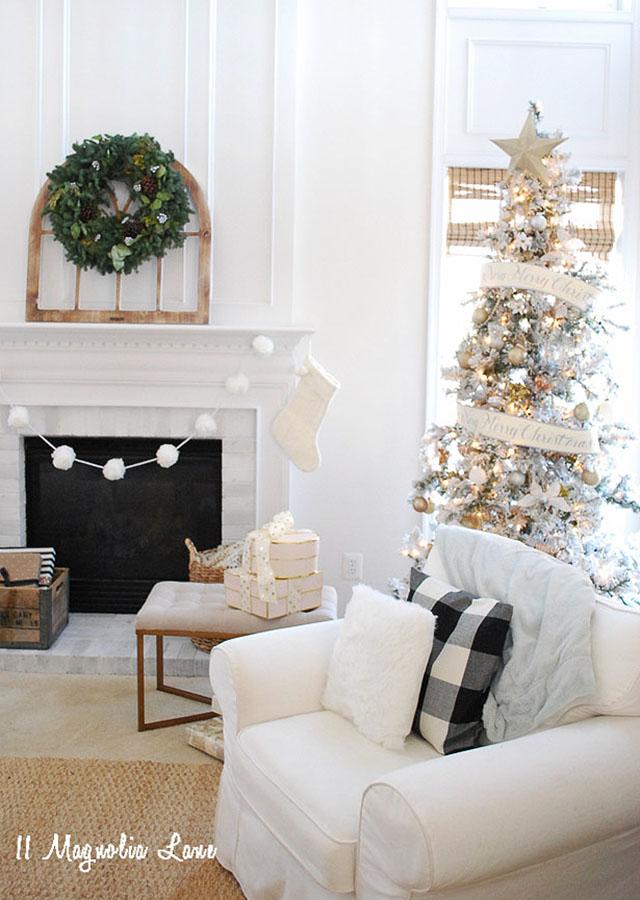 11-magnolia-lane-christmas-tree