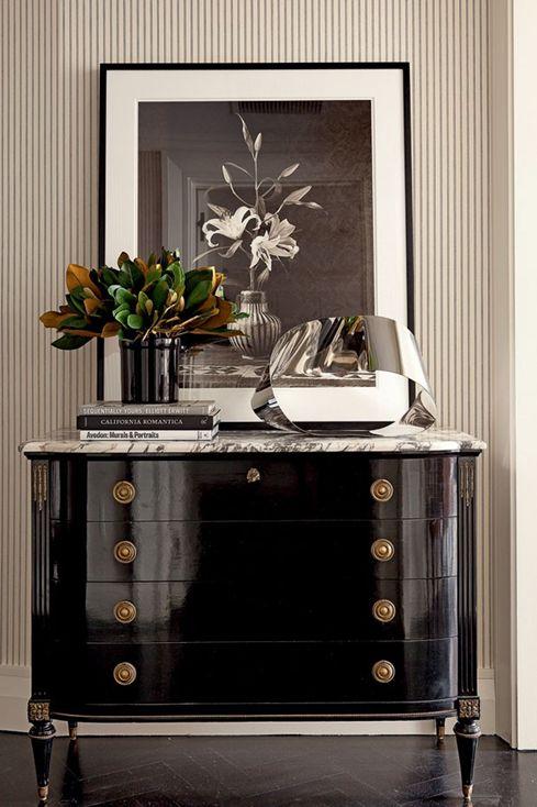 Exceptionnel Black Lacquer Dresser