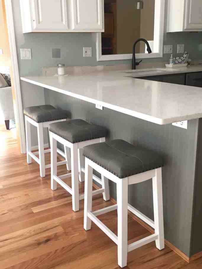 Simply White and Chelsea Gray Kitchen Quartz Counters