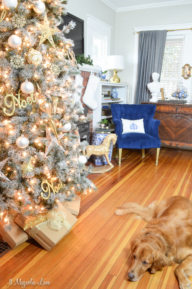 11 Magnolia Lane Christmas Living Room