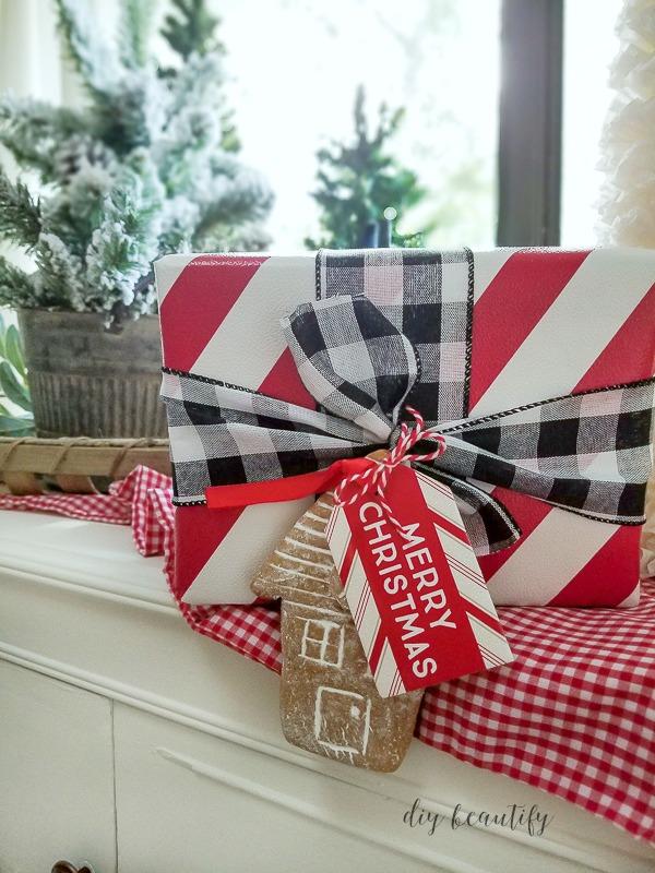 Gingerbread gift wrap embellishment