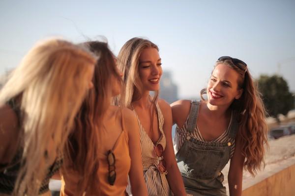 groupe de fille heureuses