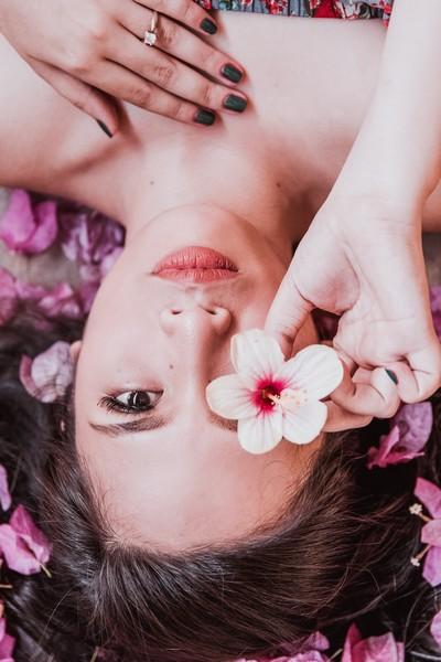 jolie femme en fleur