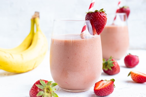 4-Ingredient Strawberry Banana Smoothie - Evolving Table