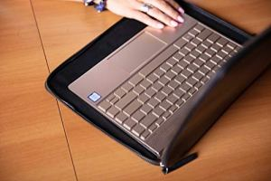 Pochette en cuir unisexe par Curro en cuir nappa véritable pour ordinateur portable jusqu'à 14 pouces