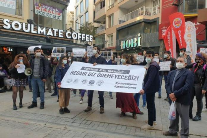 İzmir'de kafe ve bar çalışanları açıklama yaptı