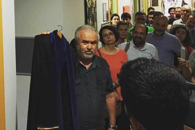 KOÜ'den ihraç edilen akademisyenler meslektaşları ve öğrencileri tarafından uğurlanmıştı