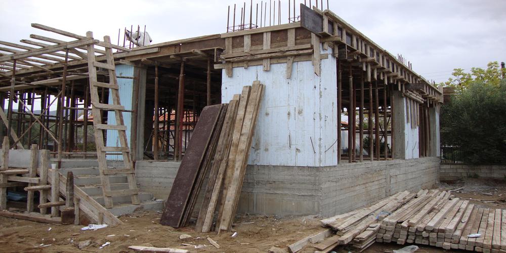 Συνέλαβαν στη Νέα Χιλή ιδιοκτήτρια και τρεις εργάτες για χτίσιμο αυθαιρέτου