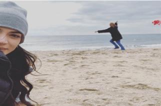 Ήβη Αδάμου και Μιχάλης Stavento πέταξαν μαζί αετό στην παραλία Μάκρης Αλεξανδρούπολης