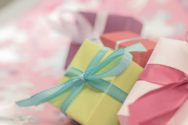 gift-553130_640