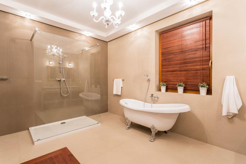 38335701 – big warm washroom with glass shower