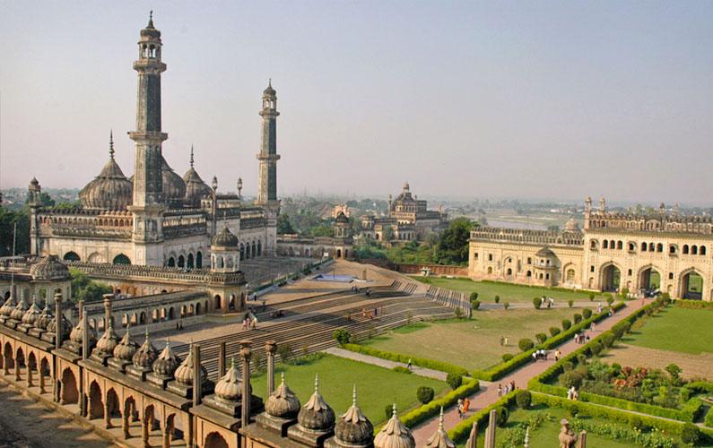 Paláce-a-rozlehlé-zahrady-v-Lucknow