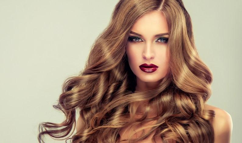 Novoroční předsevzetí pro vaše vlasy: Bohatá hříva bez roztřepených konečků