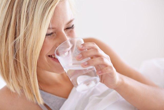 woman-drinking-water-in-bed-optimised.jpg