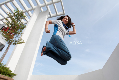 'Compulsive laughter' – Alysa Lee