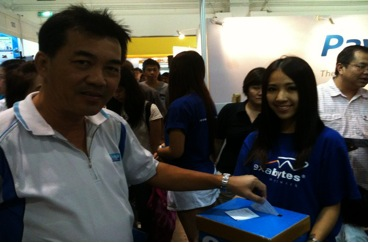 Customer participating in our lucky draw to walk away with an iPad2