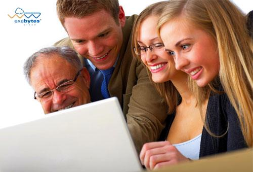 4 whites adults looking at laptop screen