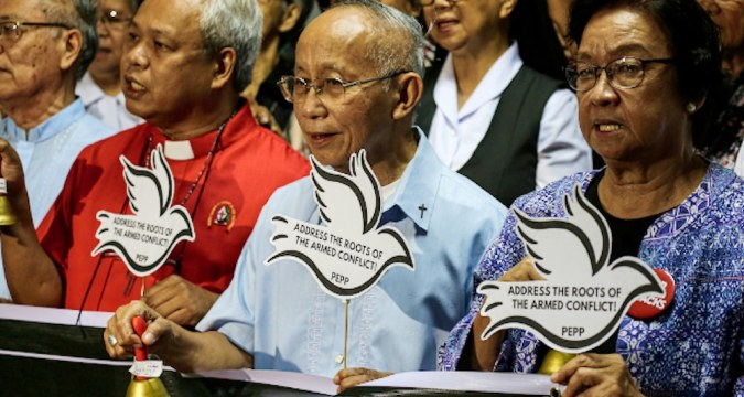 Archbishop Antonio Ledesma of Cagayan de Oro joined other Philippine religious leaders in ringing bells in a symbolic gesture to call for peace during a peace forum in Manila on September 12. Photo: UCAN/Jire Carreon