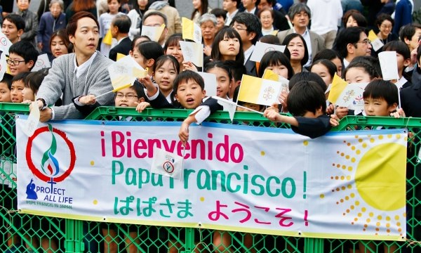 Waiting for Pope Francis' arrival for a meeting with young people at St. Mary's Cathedral in Tokyo, Japan, on November 25. Photo: CNS