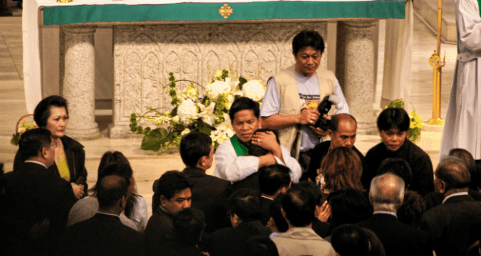 Father Suarez, centre, at the Cathedral of the Immaculate Conception during his visit to Hong Kong in 2008