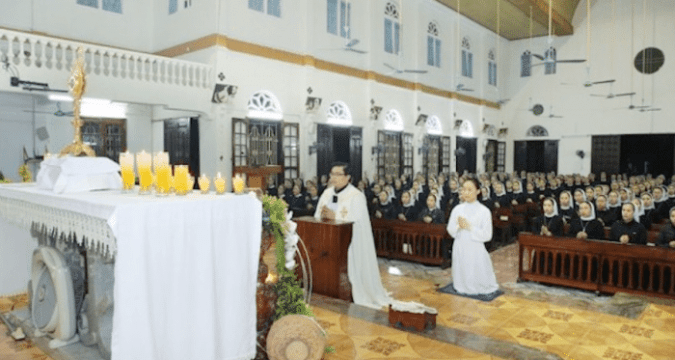 Sister of Lovers of the Holy Cross of Vinh, attend fasting and Eucharist adoration at their chapel on February 7. Photo: UCAN/ courtesy of Lovers of the Holy Cross of Vinh