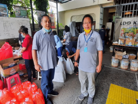 Father Puspo, of the Daya Dharma Institute, with Father Fredy Rante Taruk, left, executive director of Caritas Indonesia, preparing food packages for families affected by Covid-19. Photo: UCAN/Daya Dharma