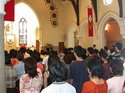 Mass at Rosary Church, Tsim Sha Tsui. File photo