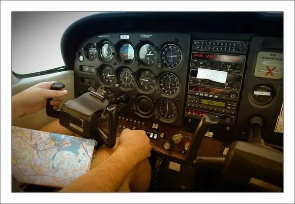 cockpit cesna 172