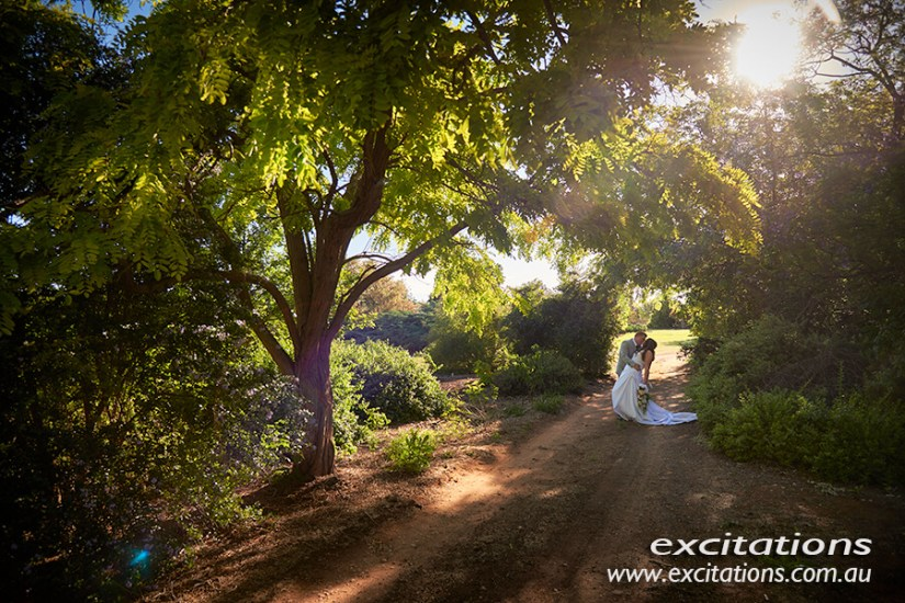 Amy and Tony's wedding at The Inland Botanical Gardens. Photos by Excitations, Mildura Photographers.