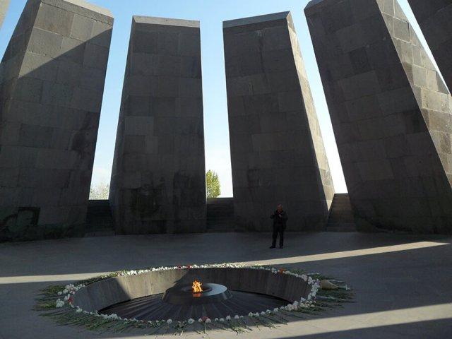 Mémorial du génocide arménien et la flamme (c) G.A.-D.