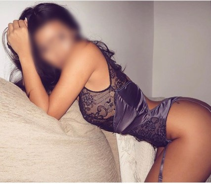 Neena is an exclusive escort woking looking gorgeous in skimpy underwear.