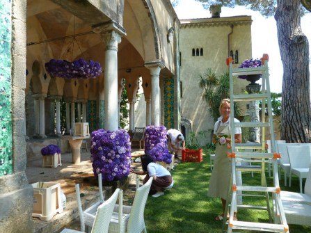 Tuscan florist working at the Tea-Room temple